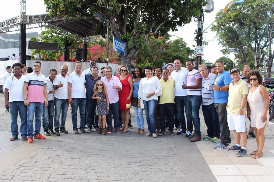Deputada Luiza Maia e lideranças políticas e sociais do município. | Foto: Marcelo Ferrão/Ascom